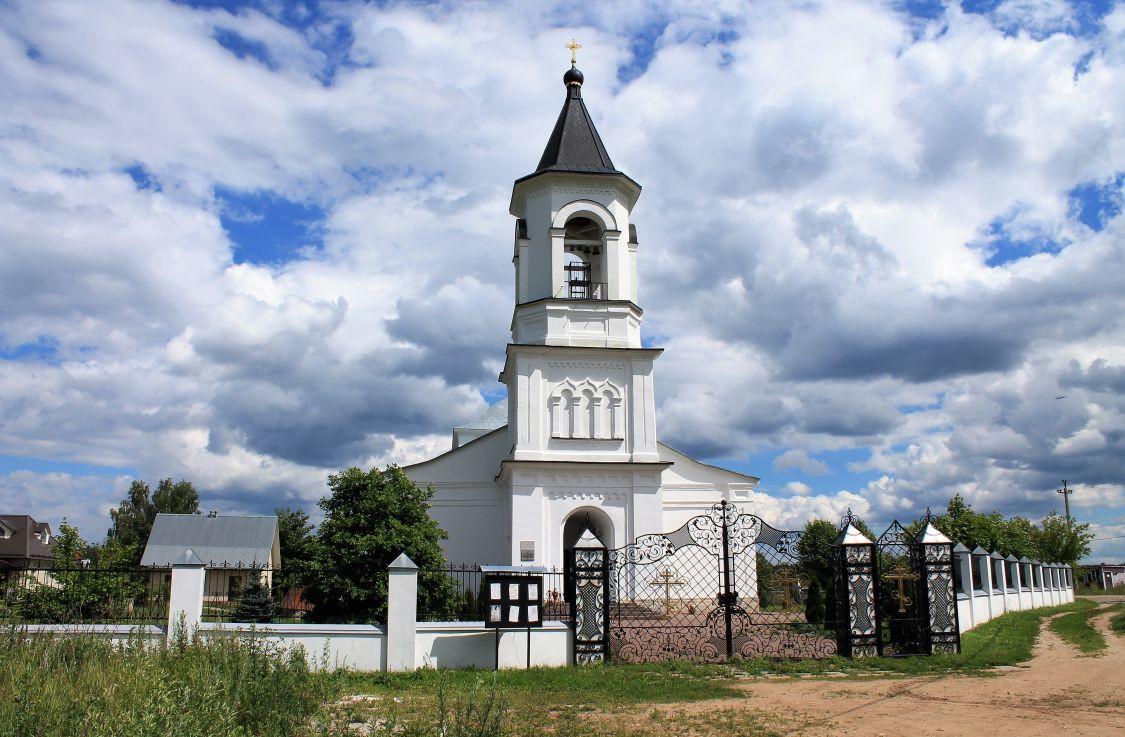 Московская область, город Звенигород. Колокольня Церкви Рождества Пресвятой Богородицы. Медная кровля