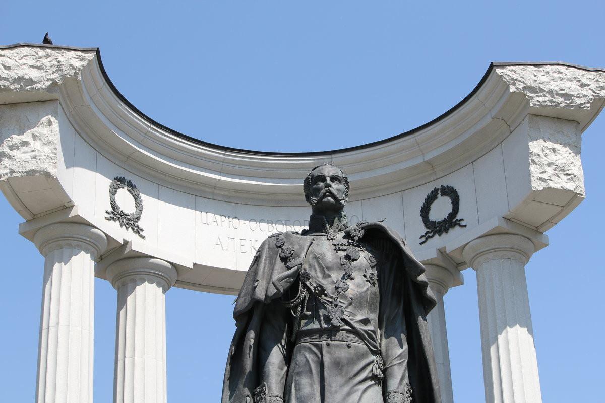 Город Москва. Памятник Александру II. Медная кровля