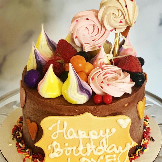 Meringue Pop and fruit cake