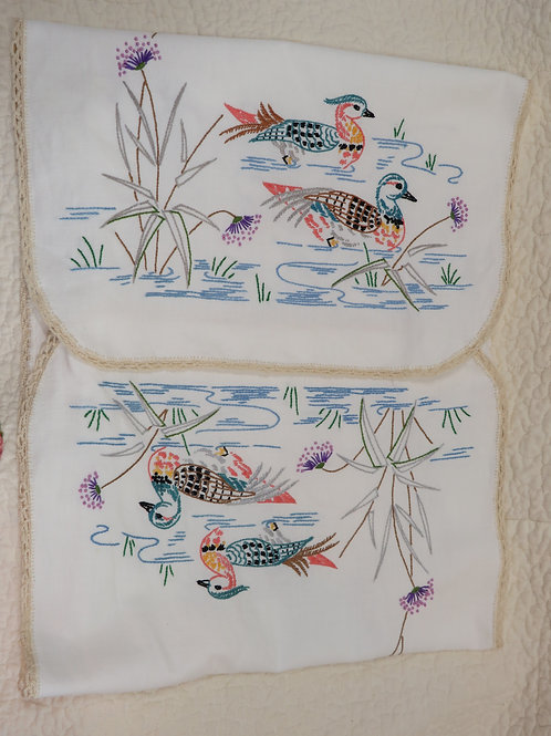 Vintage Embroidered Linen or Table Scarf with Lace Edge ducks