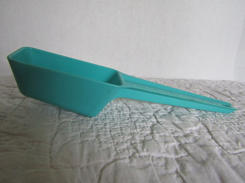 Old Scoop Turquoise plastic 1/4 and 1/2 cup Vintage