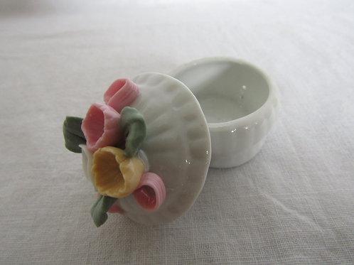 Trinket ring Box Ceramic raised Floral Design nos Vintage item