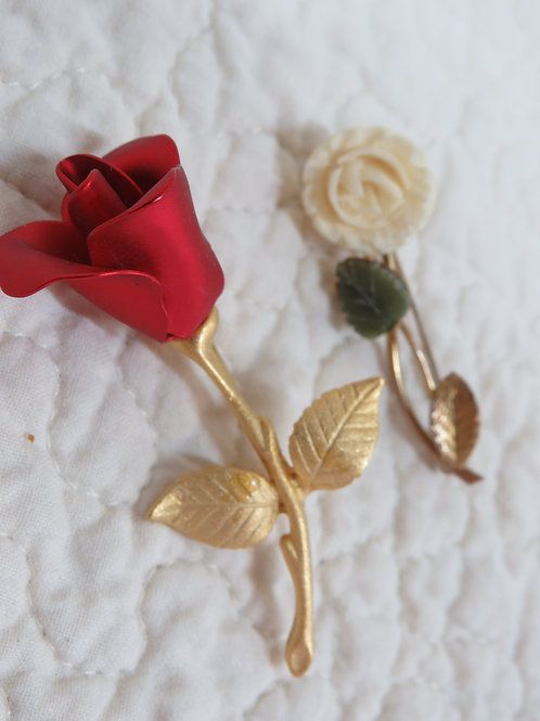 2 Flower Brooches Vintage Items
