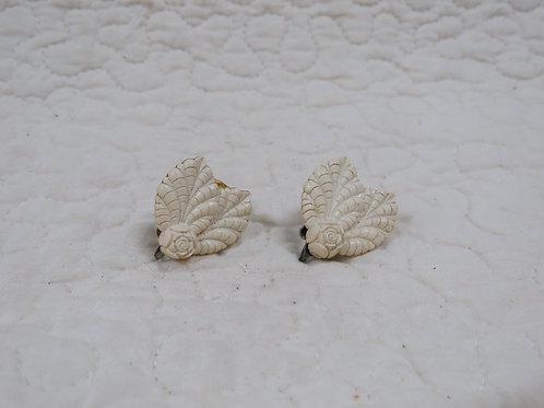 Screwback earrings Floral Vintage Items