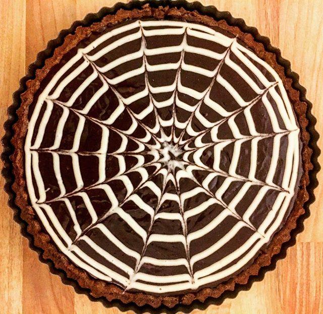 🕷🕷🕷Salted Caramel & Dark chocolate tart 🕷🕷🕷#pastrylover #chefstalk #patisserie #halloweenfood
