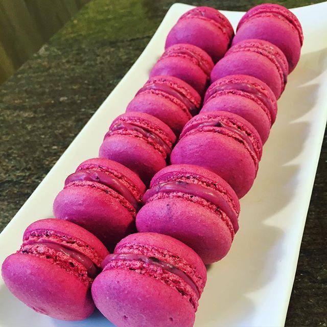 🍒🍒 Kirsch Macarons 🍒🍒 #cakedesigner #pastrychef #baker #saraspetitecousine #macarons #cherry #ki
