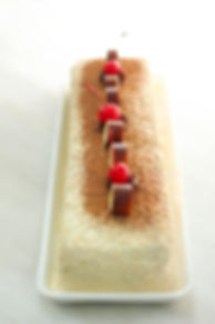 Barra Capuchina: pastel de vainilla tres leches relleno de crema de café con nuez