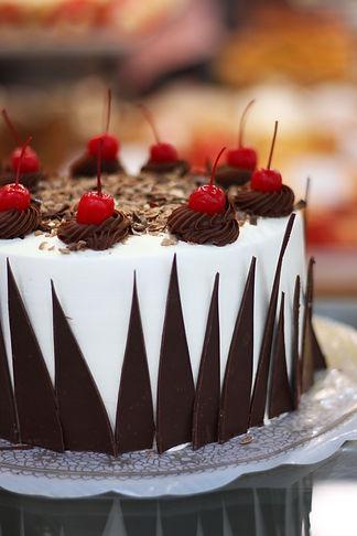 Selva Negra: Pastel de chocolate relleno de trufa con cereza