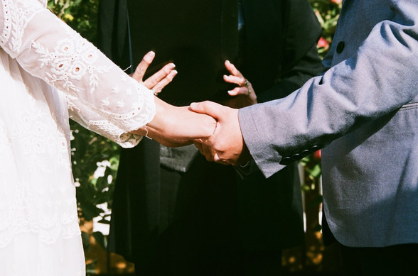 Matthe & Carla: Holding hands