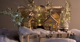 Ingrosso-Natale-casette-luminose-su-neve