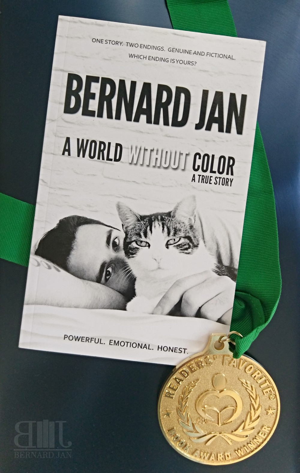 Readers' Favorite Gold Medal for A World Without Color by Bernard Jan
