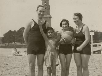 חידה ומגדל, 1933