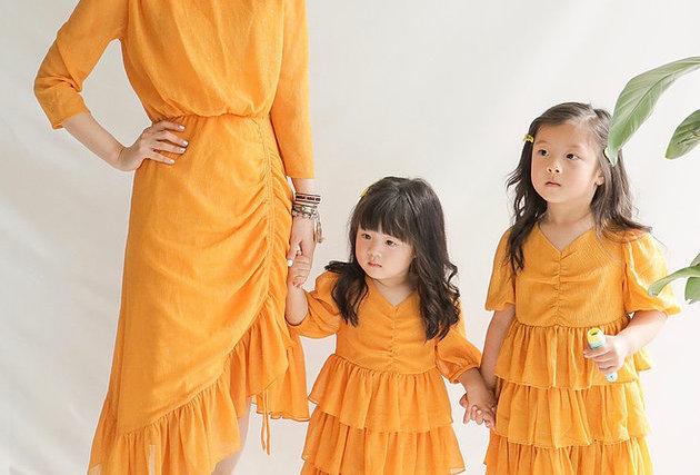 近看是閃令令的✨ Havana Orange Midi Dress