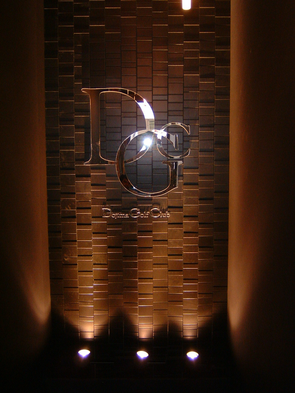 ステンレス 鏡面 ラグジュアリー ゴージャス 綺麗 高級感 サイン ゴルフクラブ 看板 大阪