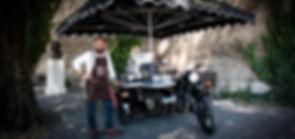 Sidecar Café, Barista mobile, bar à café sur side-car à Genève. Le Sidecar Café propose des cafés de spécialité,; blend robusta et monorigine arabica. Ajoutez une note d'authenticité et de gourmandise à votre manifestation, votre garden-party ou soirée privée. Vous trouverez également votre café préféré sur le Sidecar Café dans la rue. Sidecar café, Side-car café, café, cafés, robusta, arabica, sidecar, side-car, barista, cappuccino, coffee, latte arte, cannelé, cannelés, miel, Genève, événement, manifestation, barista mobile, bar à café sur side-car,
