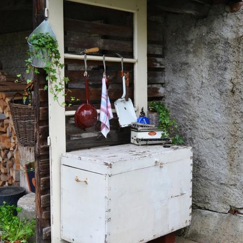 So machst du aus einer alten Tür eine Vintage Gartendeko
