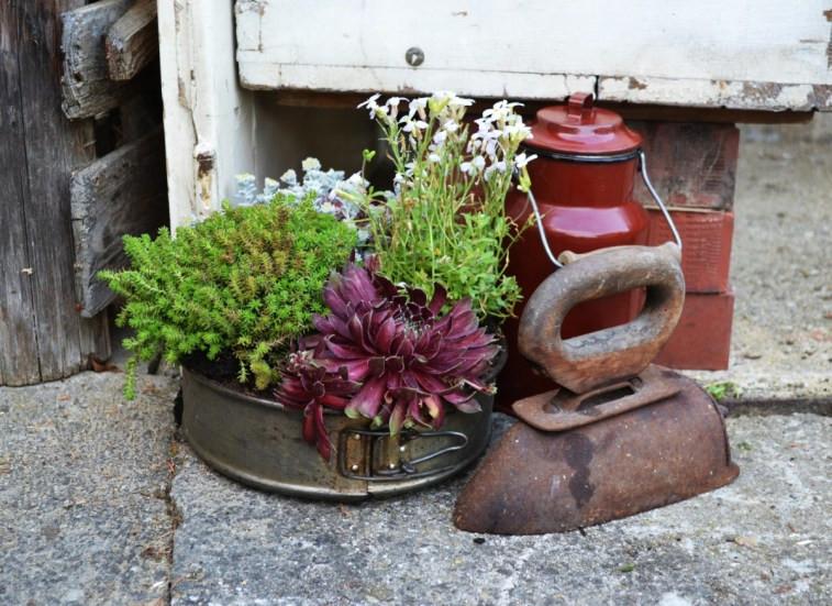 Vintage Gartenecke Details Blumendeko