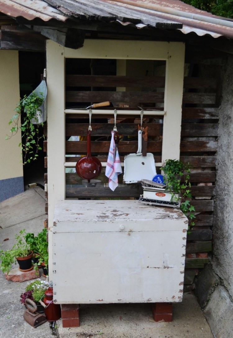 Vintage Gartenecke aus alter Tür