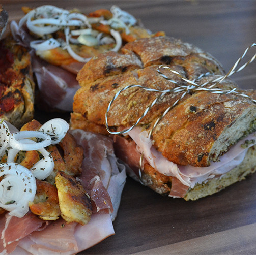 Mediterranes Sandwich mit Huhn und Pesto, ein tolles Picknick Rezept