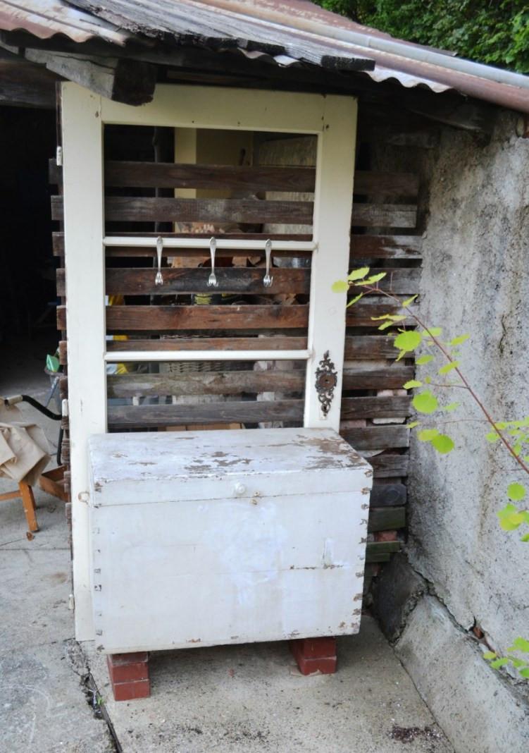 Vintage Gartenecke Türe und Kiste