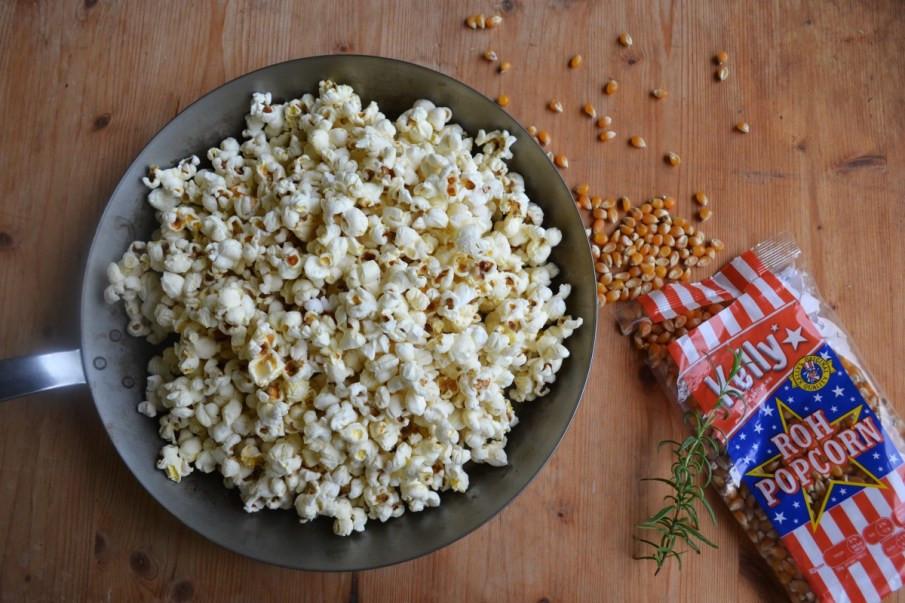 Selbstgemachtes Müsli mit Popcorn