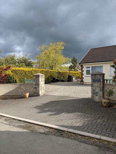 driveway and accommodation.jpg