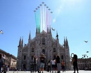 ミラノの街を空からハグ!