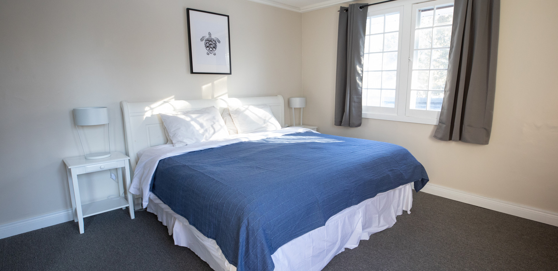 Budget Lakeside King Inn Room