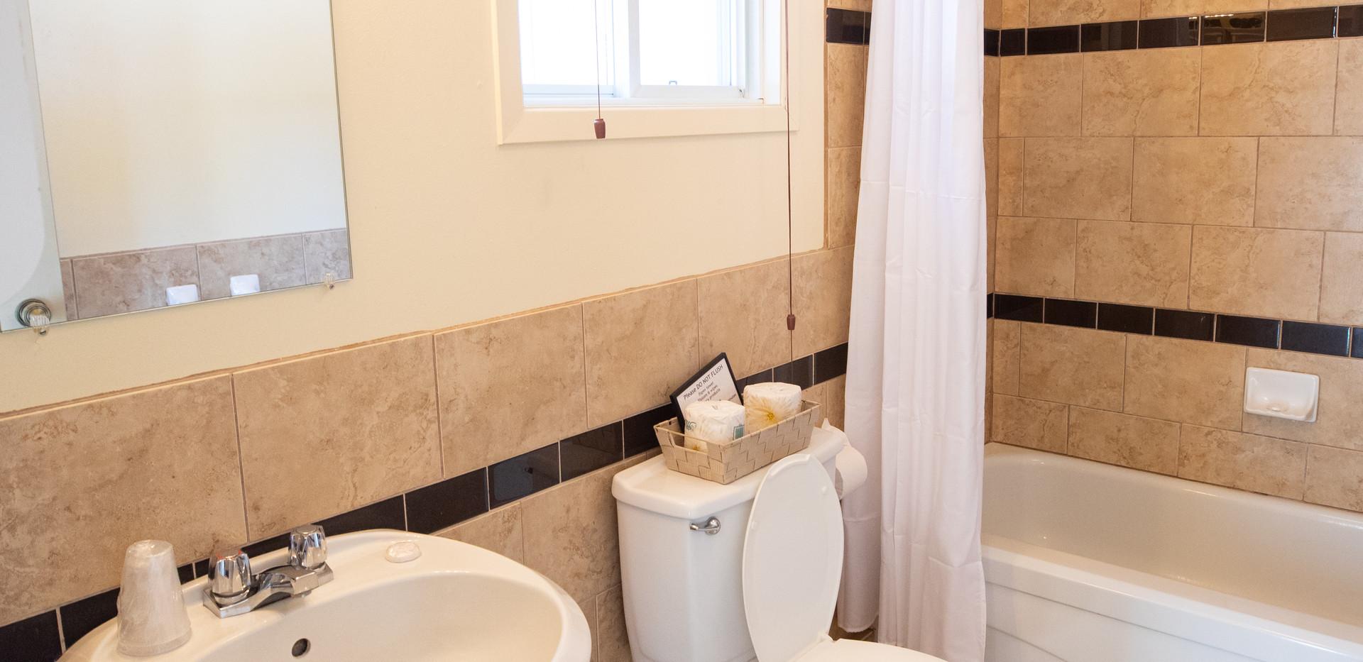 Bonnie View Lakeside Suite Bathroom