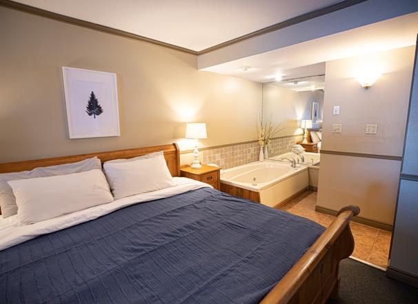 Bonnie View Lakeside Jacuzzi Suite