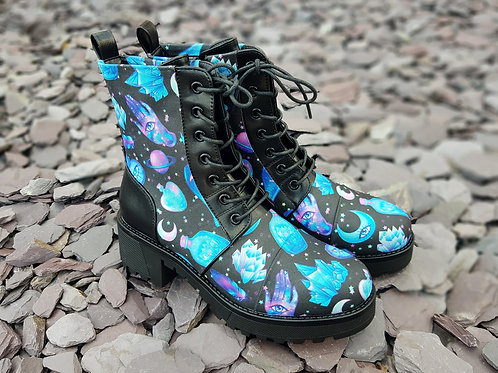 Witch boots, magical object platform boots