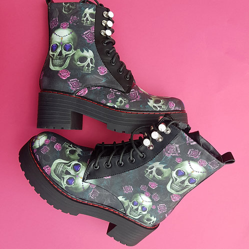 Skulls and pink roses boots, pastel goth platform ankle boots