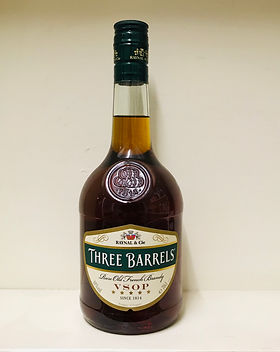7 Three Barrels Brandy 70cl - 38%.jpg