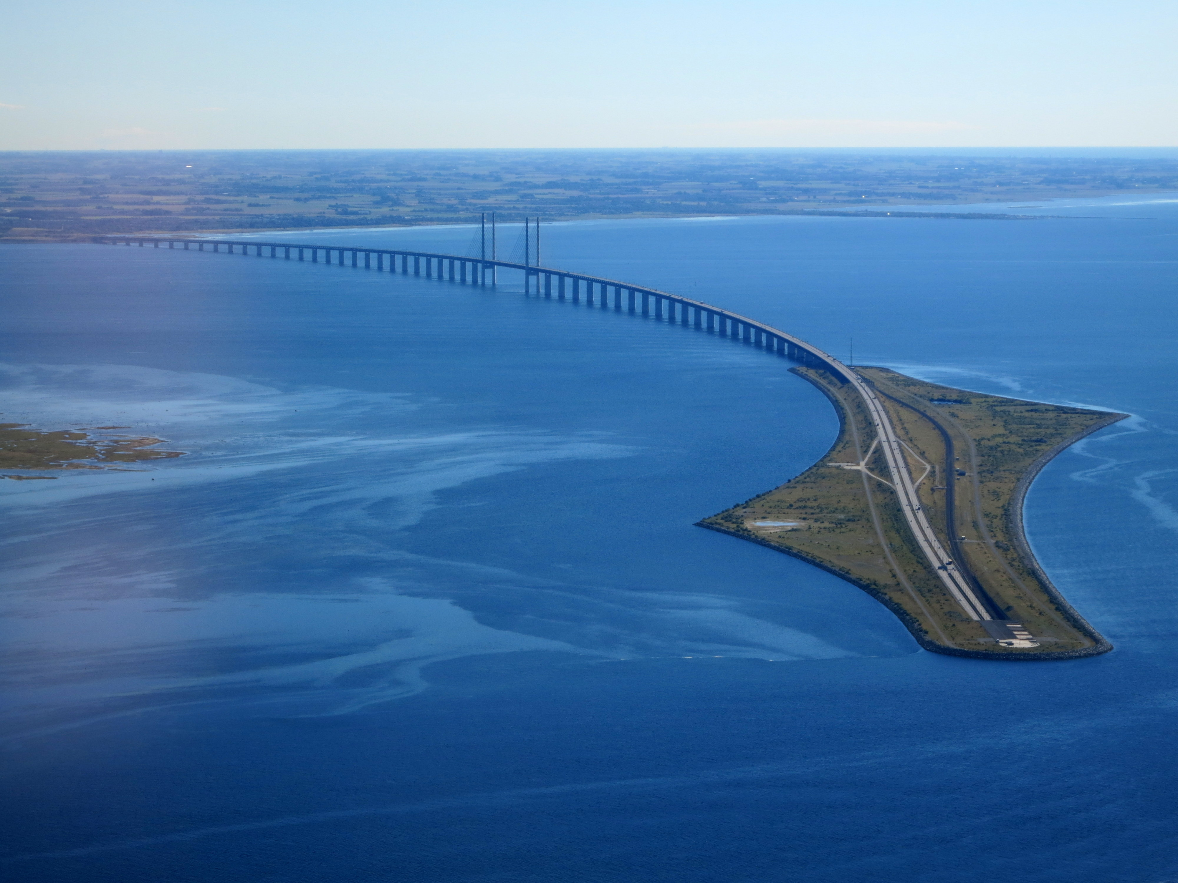 Øresund_Bridge_from_the_air_in_September