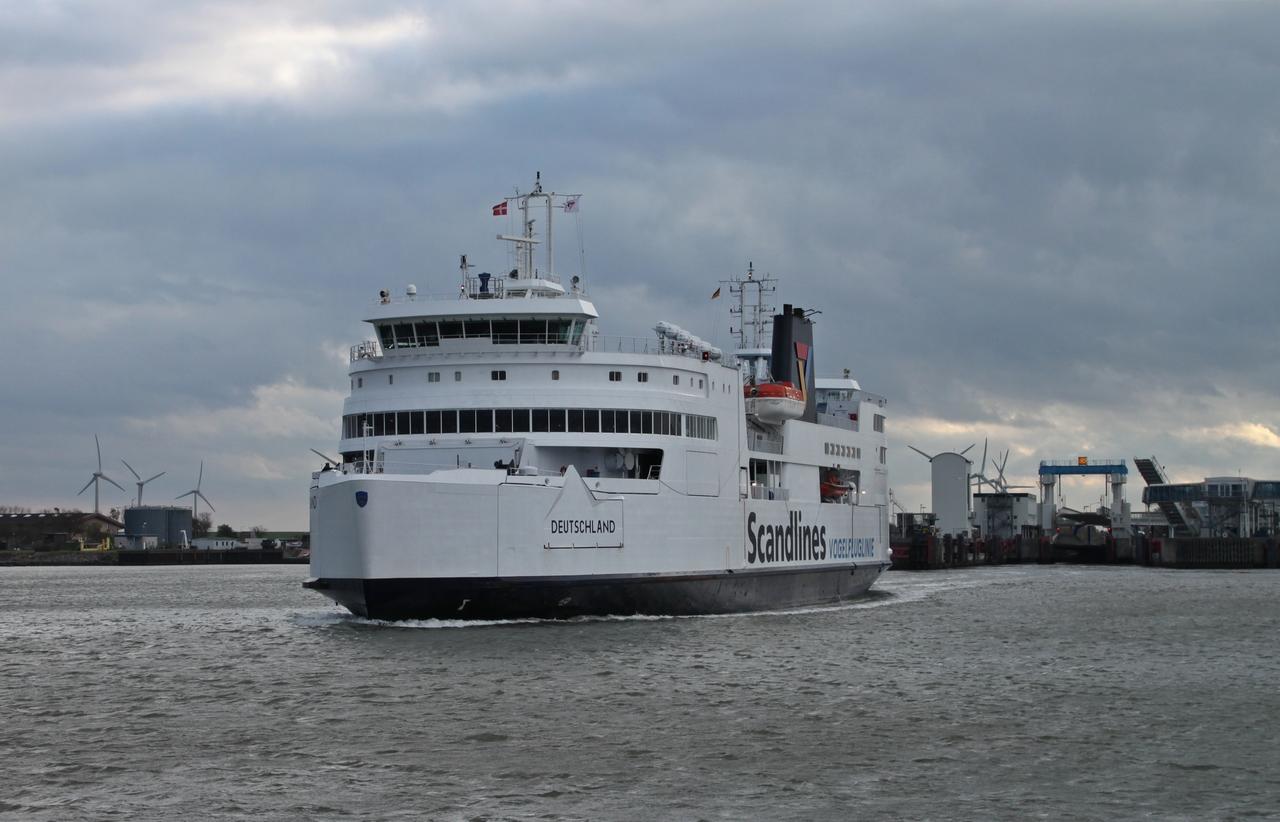 Scandlines_Fährschiff_Deutschland_(IMO_9