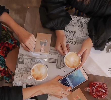mesa con cafe.jpg