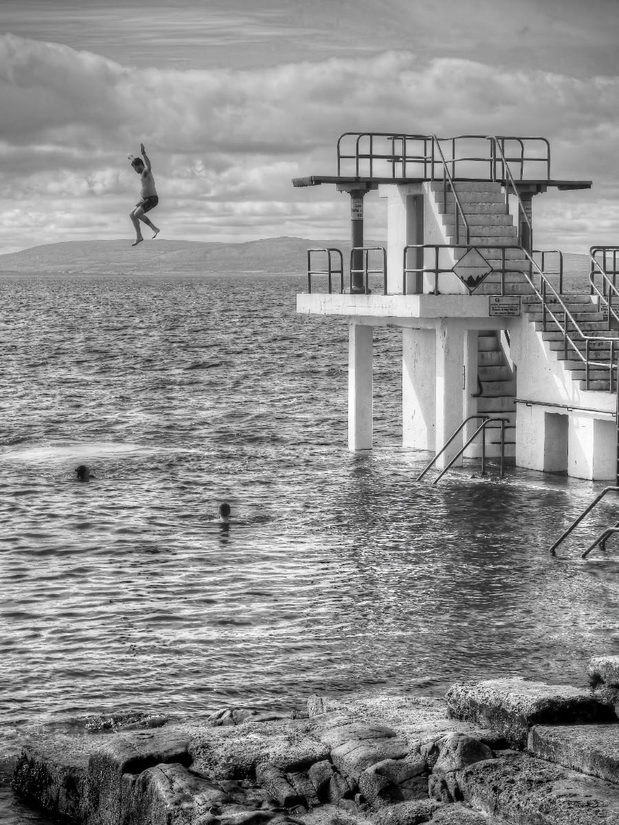 'Jumper' by John Belshaw (7 marks)  -  Shorts Camera Club