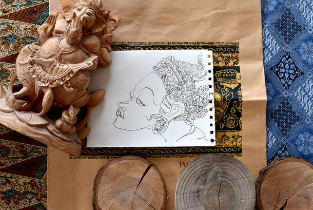 Sculpture de déesse en bois
