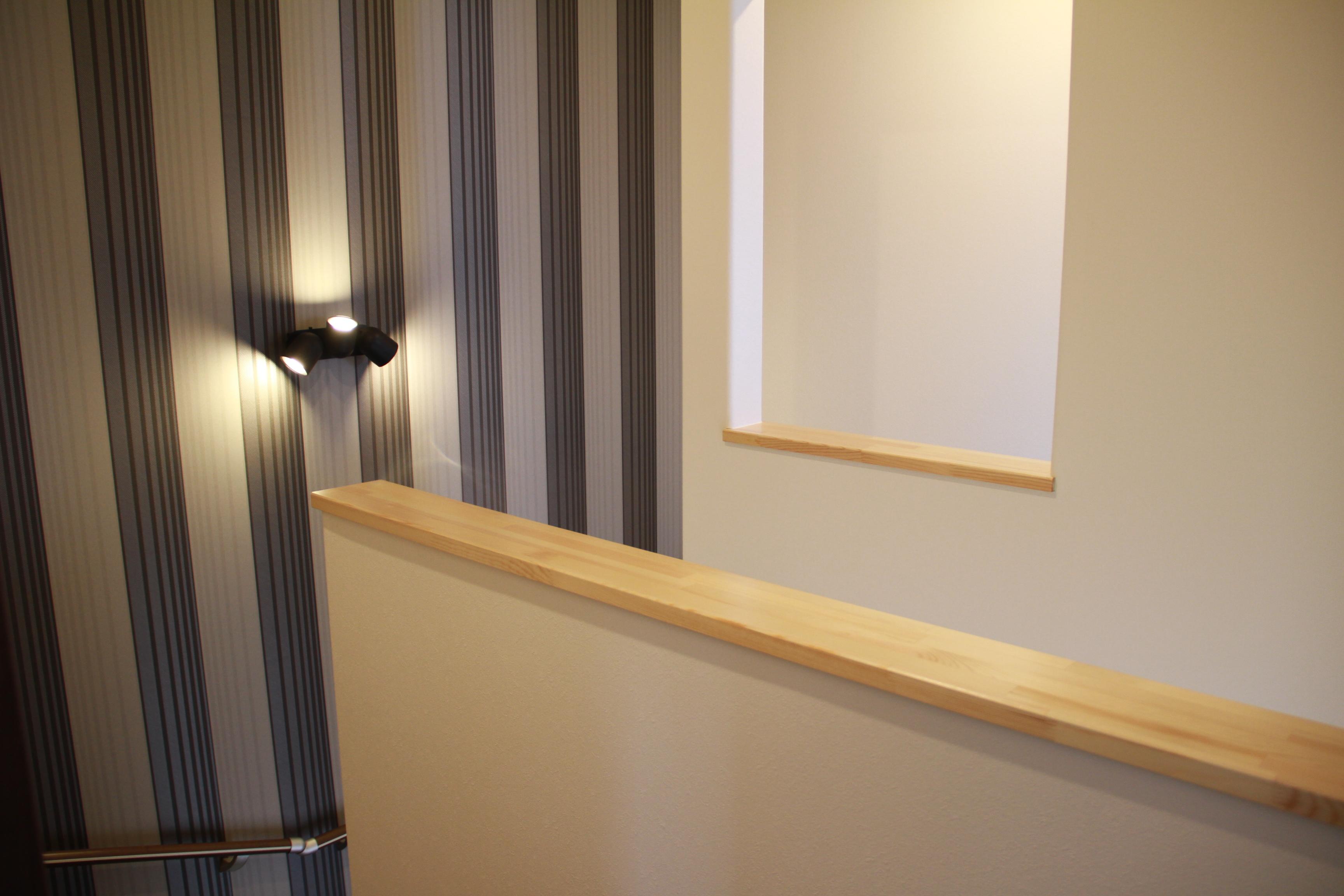 階段の対岸の開口 2-0-2