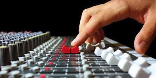 tecnicos-sonido-e1467802040256-434x217.j
