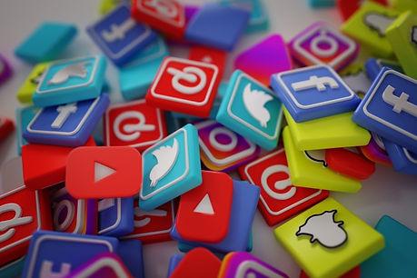 pile-3d-popular-social-media-logos_1379-