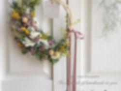 春のお花のリース♡ʾʾ_._._グリーンが映えるユーカリポポラスにお花たちとイタ