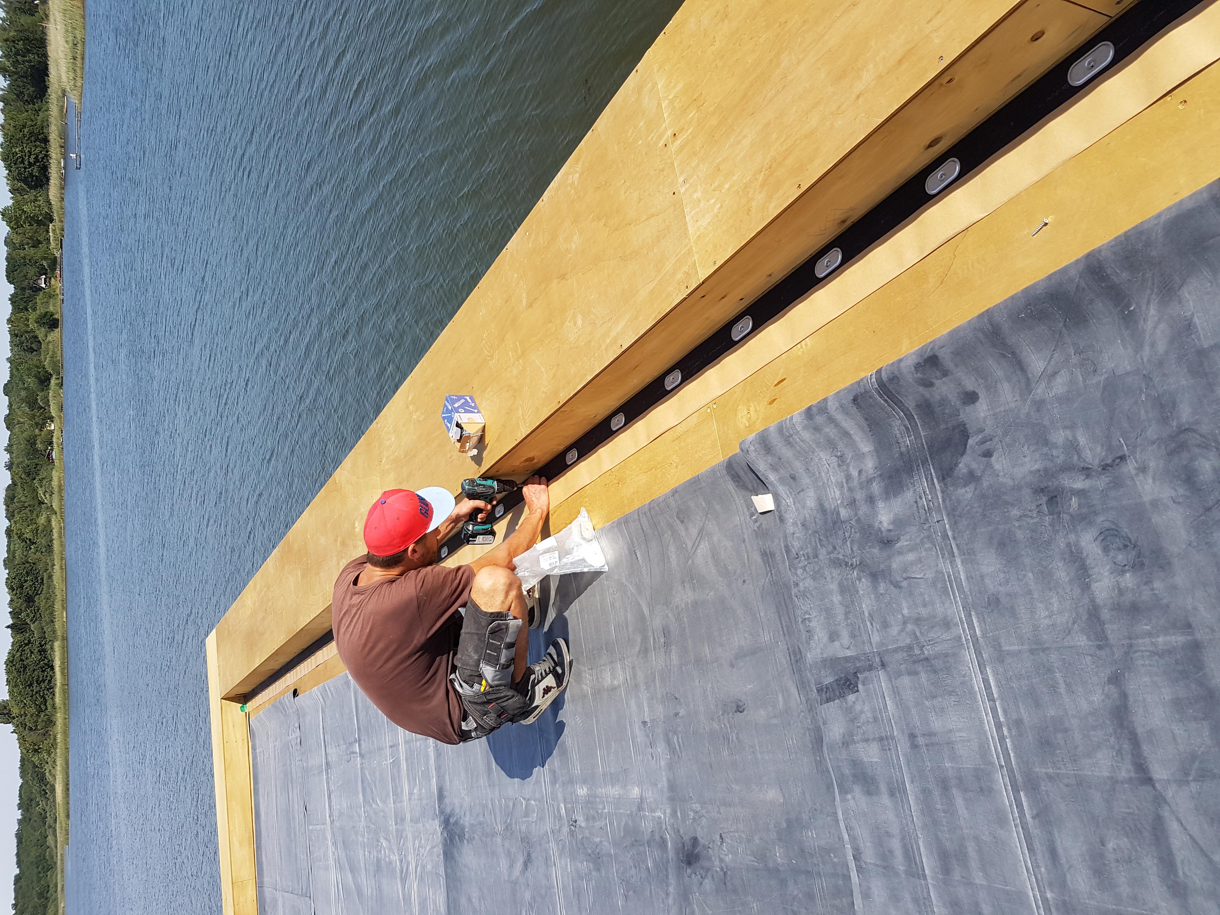 détail construction lodge flottant