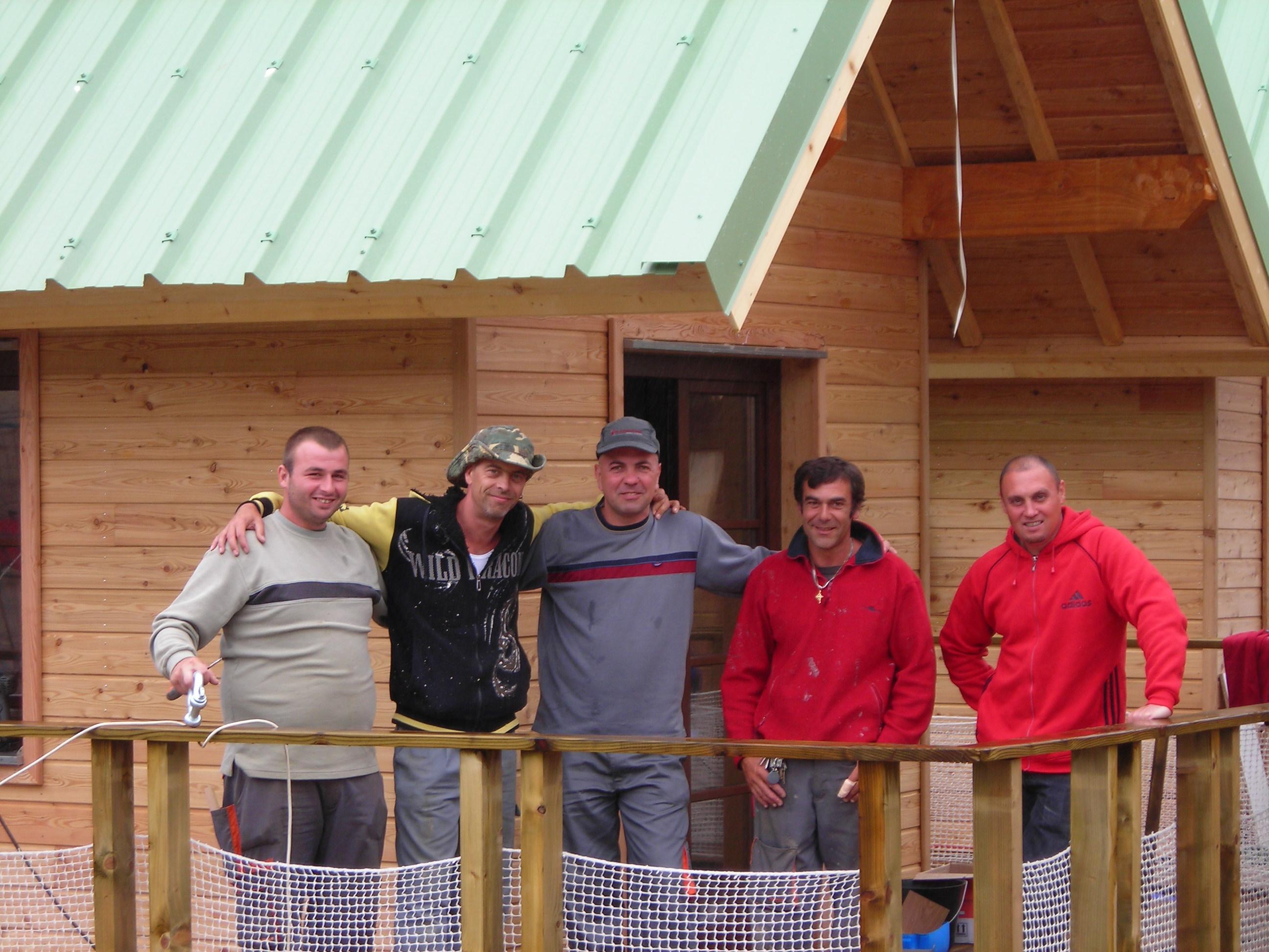 Equipe chantier chalets flottants