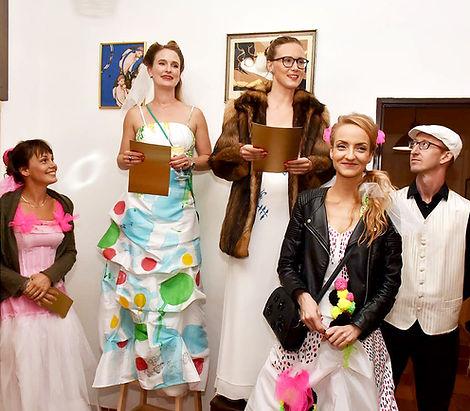 z vernisáže první výstavy umělecké skupiny Modřanen Schule v dejvické kavárně Za Školou