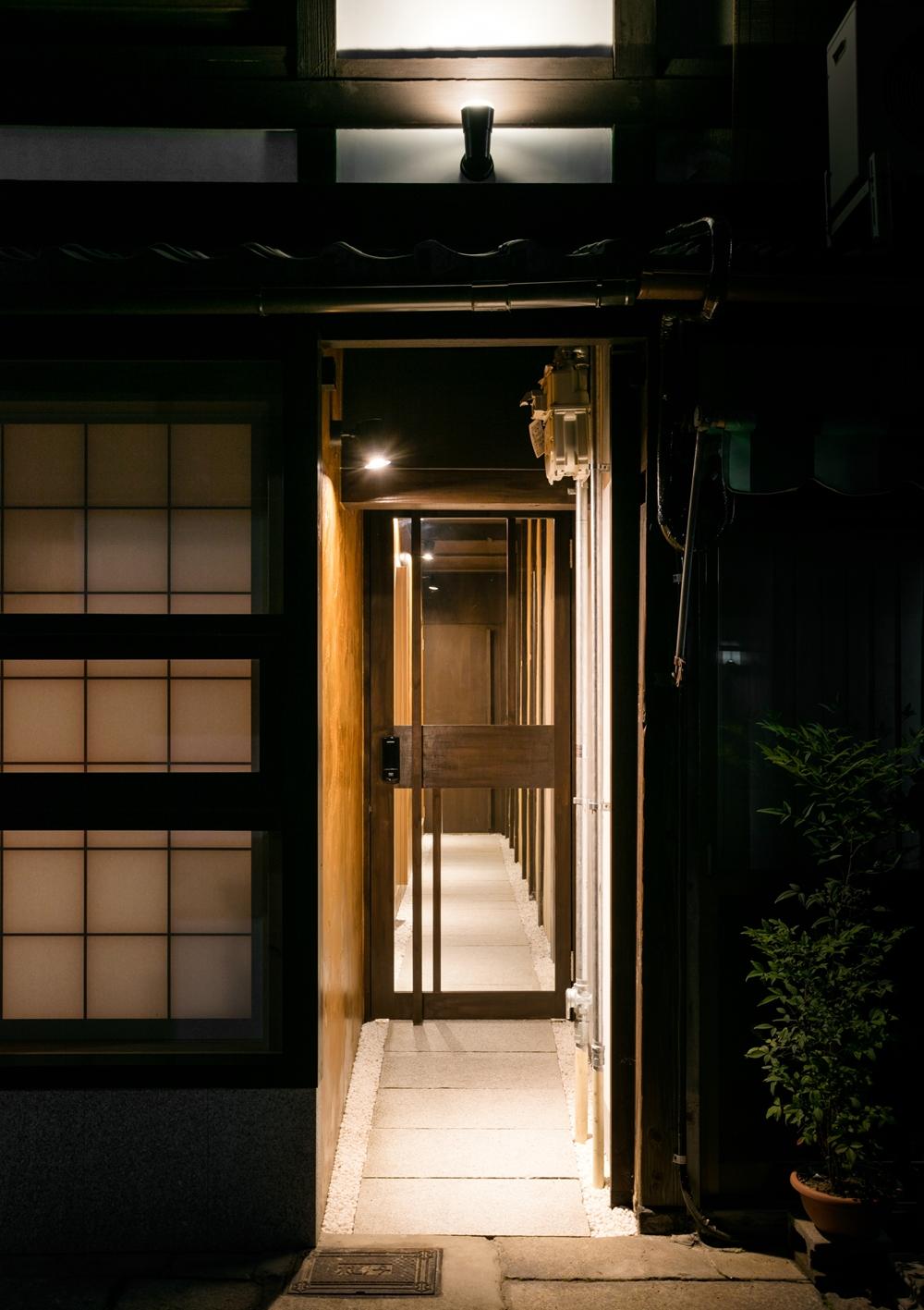 04_アプローチ夕景