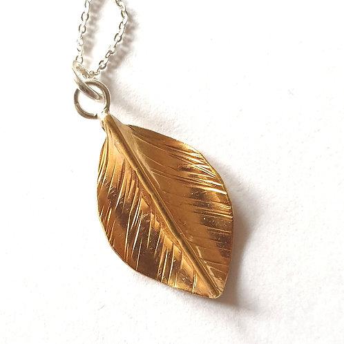 Delicate single leaf necklace