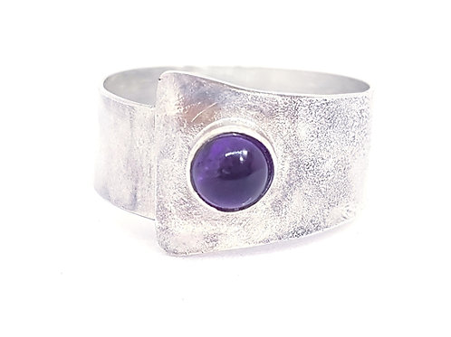 Texture ring with amethyst