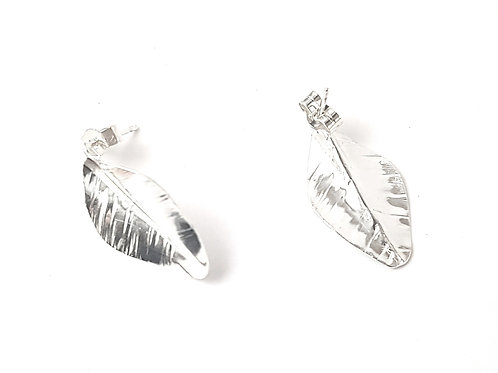 Leaf stud earrings, small.