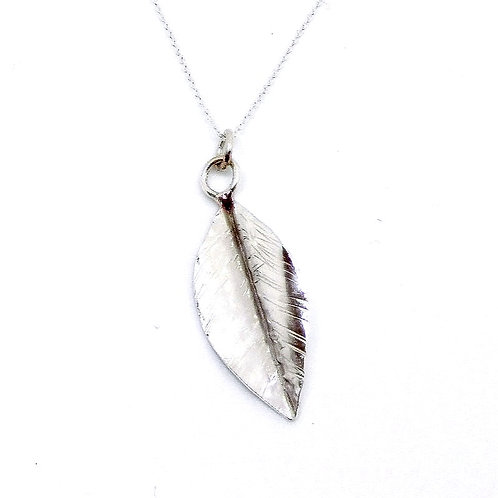 Delicate single leaf necklace